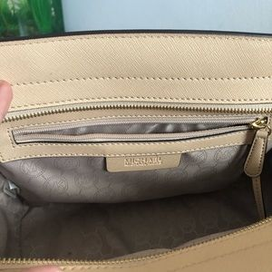 Michael Kors Bags - Michael Khors Beige/Brown/White Handbag